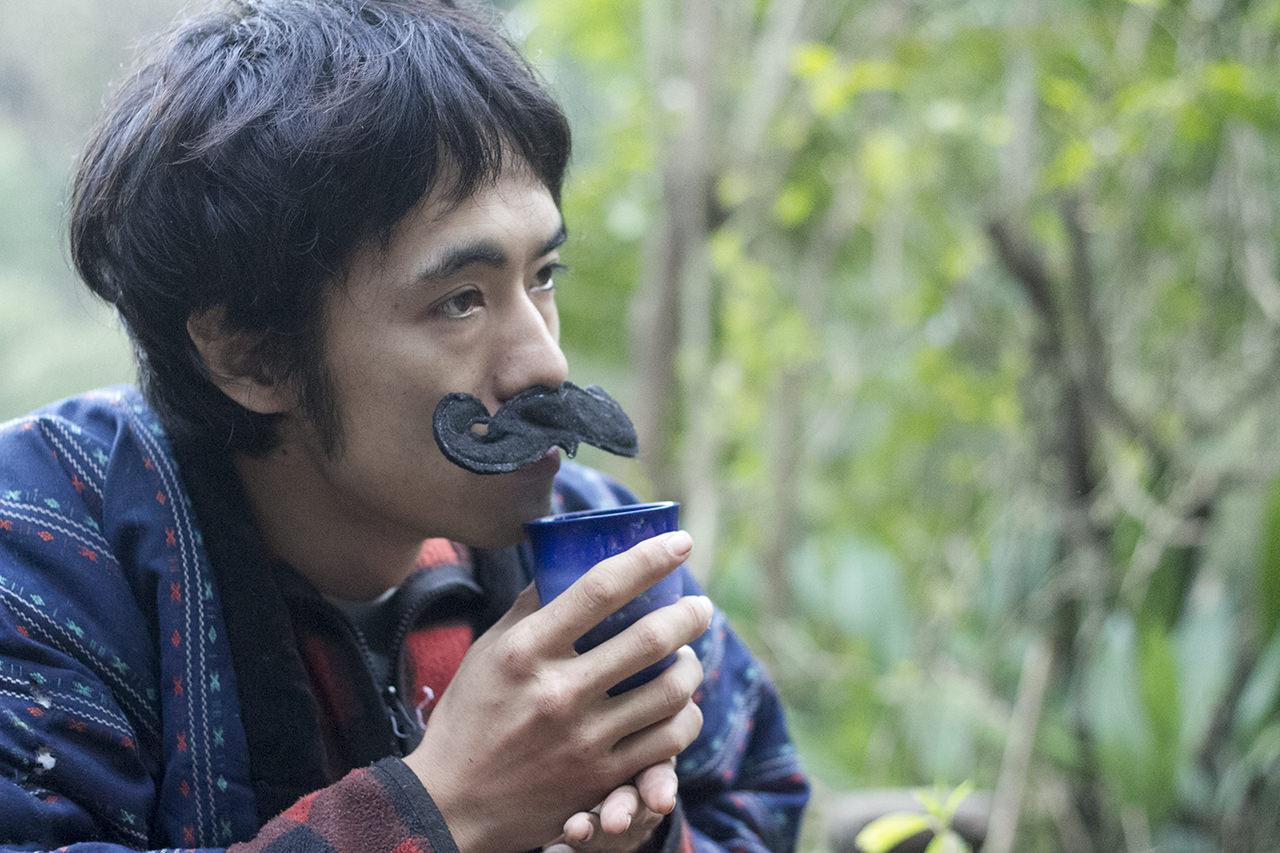 土偶のドグ子からもらったサバイバル茶を飲む。