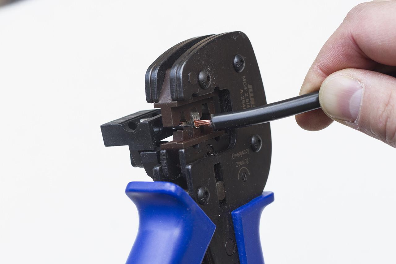 わがや電力、MC4コネクタの圧着