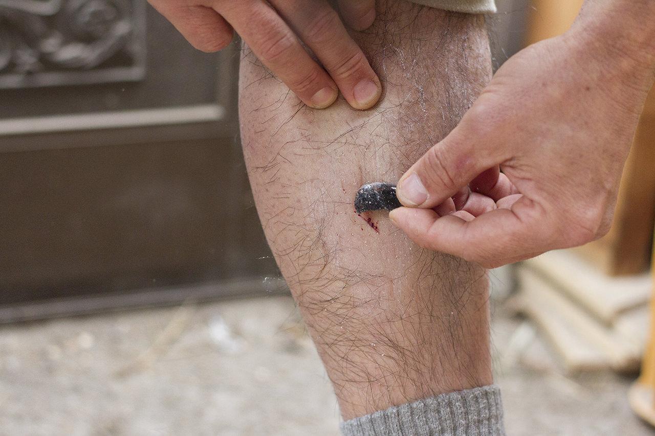 黒曜石でヒゲ剃りを作る。