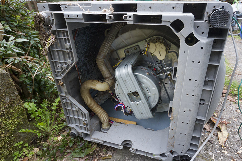 壊れたインバーター式洗濯機から水力発電機を作っちゃうぞ!